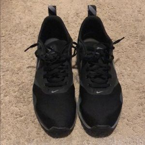 Men's size 9.5 black Nike's